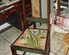 Cadeira antiga restaurada e reciclada