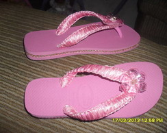 Havaiana rosa customizada