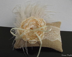 Almofada Luxuosa com Plumas de Avestruz