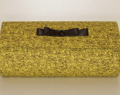 Clutch amarela com carac�is pretos
