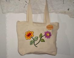 Bolsa em tecido bordada