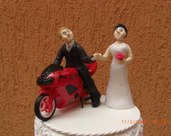 Noivos topo de bolo moto em biscuit