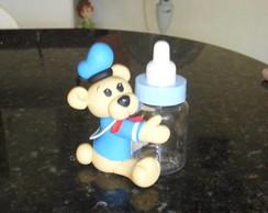 Urso na mamadeira
