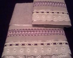 Jogo de toalha lil�s tran�ado em fitas