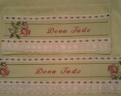 Jogo de toalha bordada com ponto cruz