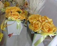 Vaso de espelho com rosas amarela II