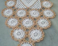 Caminho de mesa em croch� com bordado