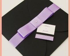 Convite envelope preto com la�o lil�s