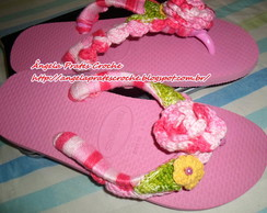 Chinelo decorado em croch� rosa