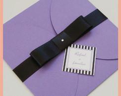Convite envelope lil�s com la�o preto