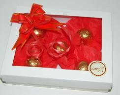 Caixa branca com 5 bombons