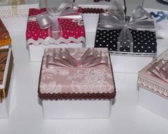 Mini caixa embalagem bem-casado ou biju