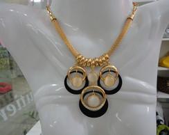 colares e pulseiras