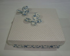 Caixa decorada com borboletas de tecido