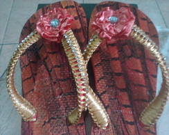 Chinelos decorados com strass
