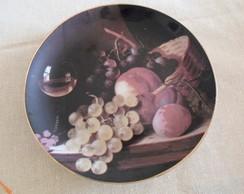 Prato de porcelana com frutas