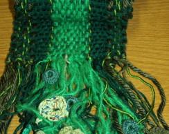 Mantinha verde com flores em croch�