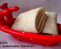 Saboneteira de porcelana com 2 sabonetes