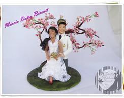 Casal de noivinhos rom�nticos com bonsai