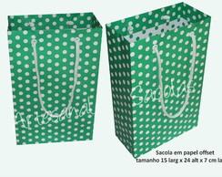 Sacola verde de bolinha branca