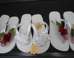 chinelo havaiana com flores em tecido