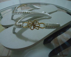 Chinelo Bordado Com Strass E Fita