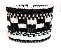 Bracelete Brick Stitch *Preto e Branco*