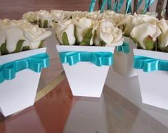 Vasinho de rosas brancas fita tiffany