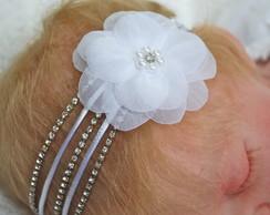 Faixa strass,cetim & flor branca voil