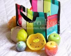 Mini sacolinha de feira com frutas