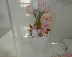 Vaso decorado com tulipas e ovelha
