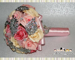 Bouquet de Broches e Flores - Noivas