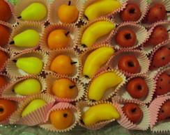 Frutinhas modeladas em docinho de leite