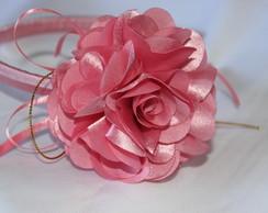 Tiara flor cam�lia cor de rosa