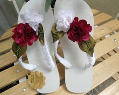 chinelo havaiana bordado em flores de te