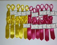 50 Gravatinhas em cetim com tag e strass