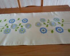 Caminho de mesa flores azuis moderno