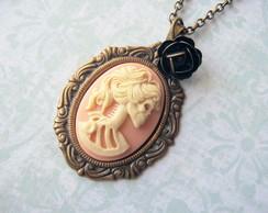 Colar Camafeu Lolita caveira marfim/rosa