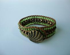 Bracelete com bot�o, cord�o e cristais