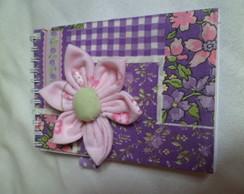Caderneta com fuxico de flor
