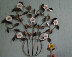Arranjo floral de ferro forjado
