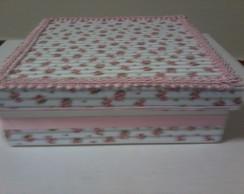 Caixa delicada branca e rosa com fita