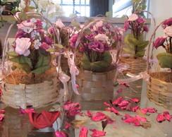 cestinha de mini flores com al�a