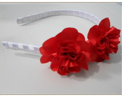 Tiara com flores vermelhas de cetim