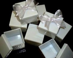 Caixa decorada com organza