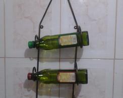Adega de parede em forma de garrafa