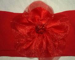Faixa de flor de cetim vermelha.