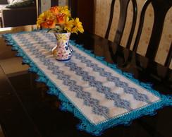 Caminho de mesa bordado em vagonite