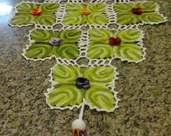 Caminho de Mesa com Flores em Croch�