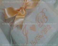 Toalha bordada com saquinho pct 6